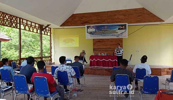 Suasana pelatihan Desa Wisata di Pantai Kampa Konkep.