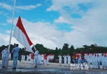 Para pasukan pengibar bendera (paskibraka) pada upacara perayaan hari kemerdekaan republik Indonesia ke-76 tahun, yang merupakan siswa dan siswi terbaik Wawonii.