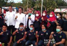 Kontingen PMI Konkep saat berpose dengan ketua PMI Sultra, Abdul Rahman Saleh saat kegiatan Kemah Bakti Kemanusiaan (KBK) di Kabupaten Buton.