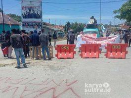 Aksi Mahasiswa saat melakukan demonstrasi penolakan perusahaan pertambangan di Wawonii Kabupaten Konawe Kepulauan (Konkep)